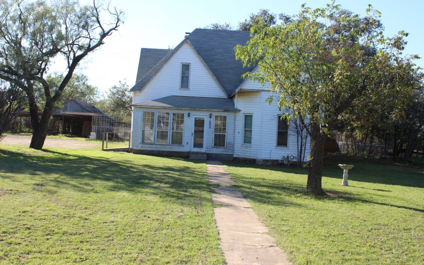 500 S 8th St, Santa Anna, Texas**HOT OFFER!