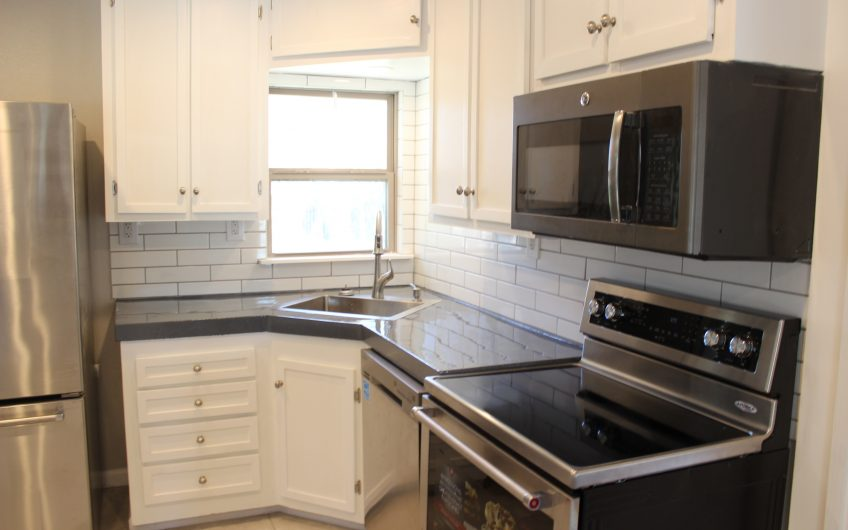 315 Hollywood**CONTRACT PENDING!